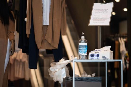 Kako bo sredi pandemije potekalo pomerjanje oblačil in njihov nakup (piše Petra W.)