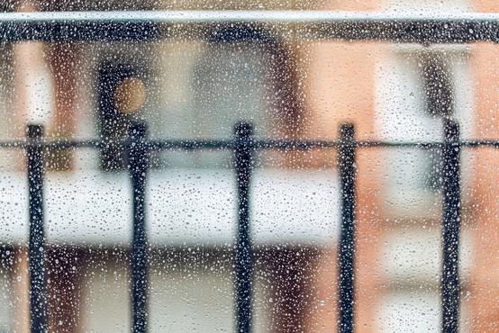 Težko pričakovani dež je prišel z nevihto in točo