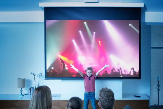 Projekt ŠTREAM: Uživanje koncertne izkušnje prek zaslonov