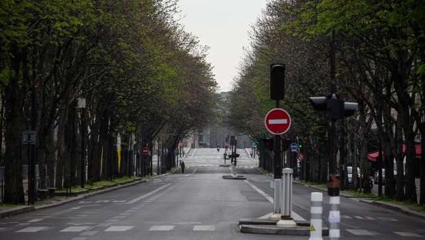 Večina Francozov je med karanteno pridobila kilograme (foto: Xinhua/STA)