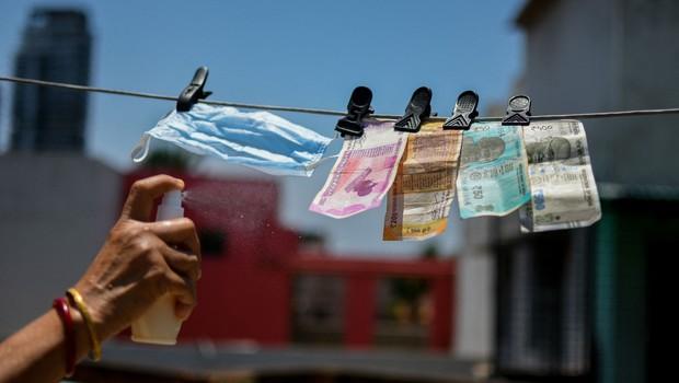 V Sloveniji živi in dela 30 let, a so ji zavrnili vlogo za odlog plačevanja kredita (foto: profimedia)