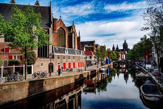 Amsterdam po pandemiji ne želi več privabljati turistov, ki iščejo samo divjo zabavo