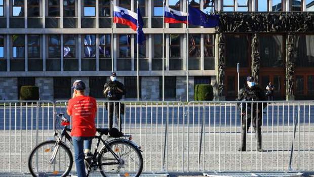 Več tisoč protestnikov na kolesih po Ljubljani, v Mariboru in Celju (foto: Daniel Novakovič/STA)
