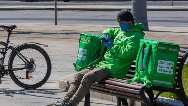 V Rusiji šesti dan zapored več kot 10.000 okuženih, Italijane skrbijo polni parki (foto: profimedia)