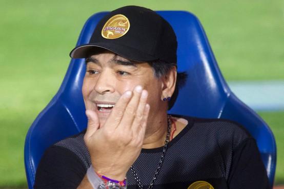Maradona s podpisom majice priskrbel 100 kg hrane in nekaj mask za revne