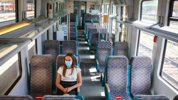 V Sloveniji bo spet stekel javni potniški promet (foto: STA/Anže Malovrh)