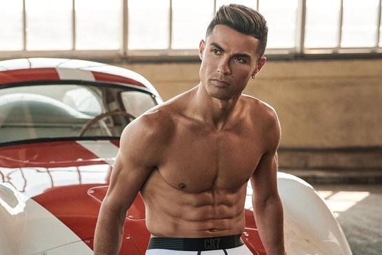 Trenirajte s Cristianom Ronaldom, ki ima zares fantastične mišice