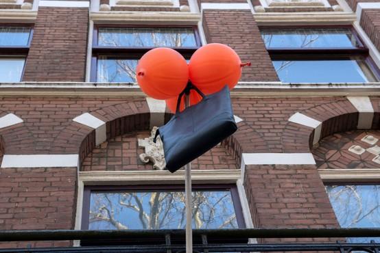 Nizozemci ob ponovnem odprtju vrtcev in šol otrokom pripravili dobrodošlico