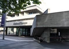 Narodno gledališče v Londonu je igralcem ponudilo plačilo za predstave na spletu
