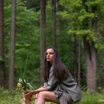 Janja Videc: slovenska oblikovalka, ki je kolekcijo med krizo predstavila kar v gozdu (foto: Nike Koležnik)