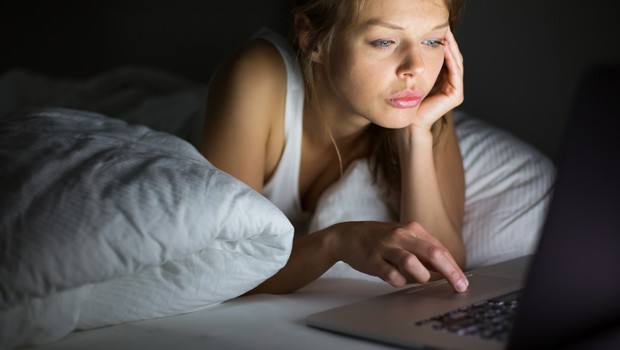 Se zbujate utrujeni in izžeti? Tudi to je lahko posledica karantene! (foto: profimedia)