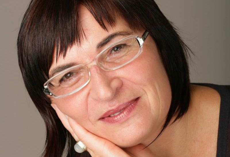 """Antropologinja dr. Renata Šribar: """"Maske so del političnega sistema."""" (foto: Franci Virant)"""