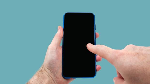 Hrvaški strokovnjaki pripravljajo mobilno aplikacijo za spremljanje okužb s koronavirusom (foto: Profimedia)