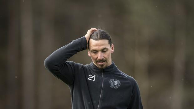 Pozlačen kip švedskega nogometaša Zlatana Ibrahimovića nenehna tarča vandalov (foto: profimedia)
