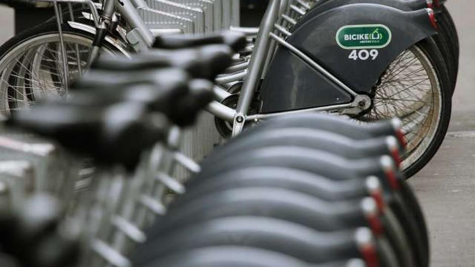 Priporočila NIJZ pri izposoji na samopostrežnih kolesarskih sistemih (foto: Daniel Novakovič/STA)