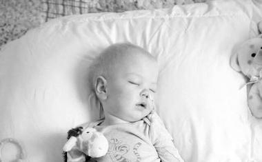 Javni poziv k sistemski ureditvi paliativne oskrbe za otroke z neozdravljivimi boleznimi