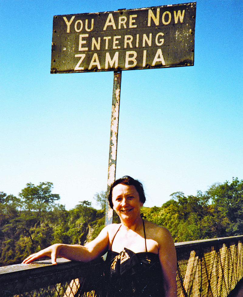 """Posnetek z mostu čez reko Zambezi ob Viktorijinih slapovih, kjer je """"obmejna postaja"""" med Zimbabvejem in Zambijo."""