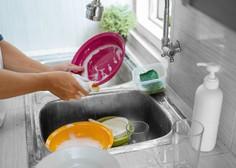 Večina gospodinjskih opravil je v karanteni padla na ramena zaposlenih mater