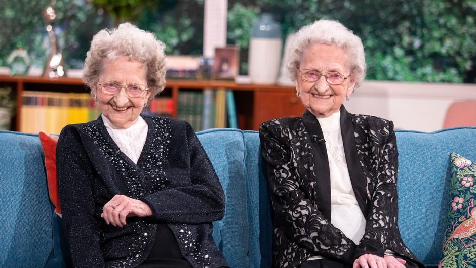 95-letni dvojčici na britanski televiziji razkrili skrivnost dolgega življenja (foto: profimedia)