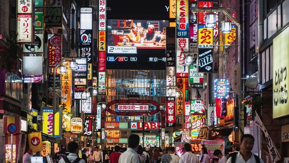 Na Japonskem proti epidemiji tudi z mitološkim bitjem (foto: profimedia)