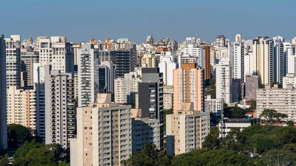 """V Braziliji se ne borijo le proti koronavirusu, ampak tudi """"bolsonarovirusu"""" (foto: profimedia)"""