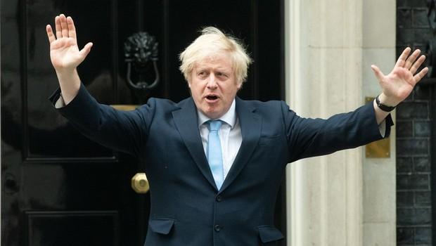 Tvit britanske vlade z merami za socialno distanco postal predmet posmeha (foto: profimedia)