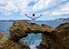 V Grčiji in na Cipru naj bi turizem kmalu po malem spet oživel