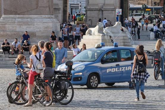 Italijanski minister opozarja, da kljub umirjanju tekma s koronavirusom še ni dobljena