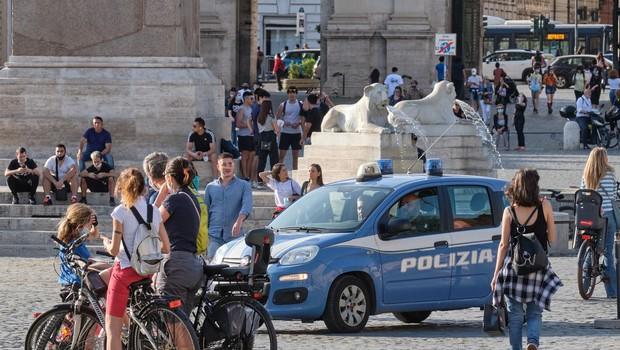 Italijanski minister opozarja, da kljub umirjanju tekma s koronavirusom še ni dobljena (foto: profimedia)