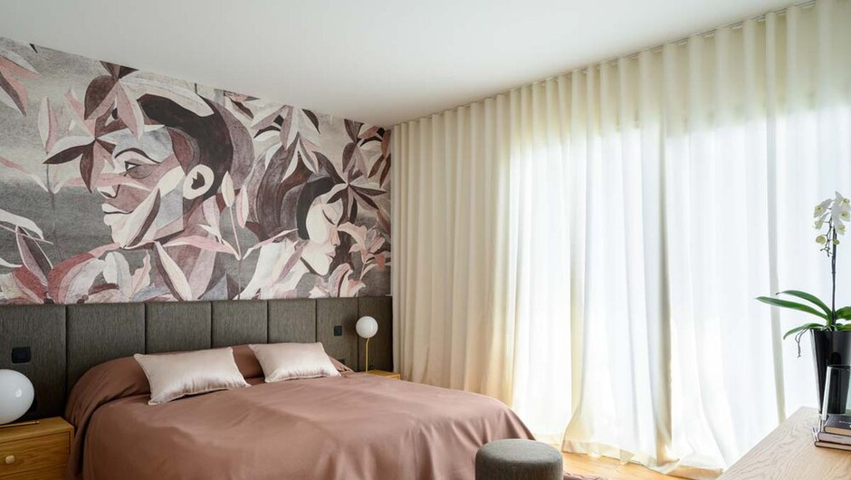 Čudovito dvoetažno stanovanje v Ljubljani z imenitno tapeto (foto) (foto: Miran Kambič)