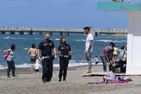 60.000 prostovoljcev naj bi v Italiji opozarjalo na spoštovanje razdalje
