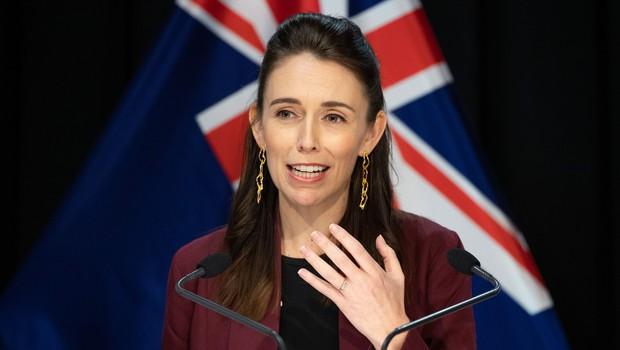 Novozelandsko premierko med televizijskim intervjujem presenetil potres (foto: Profimedia)