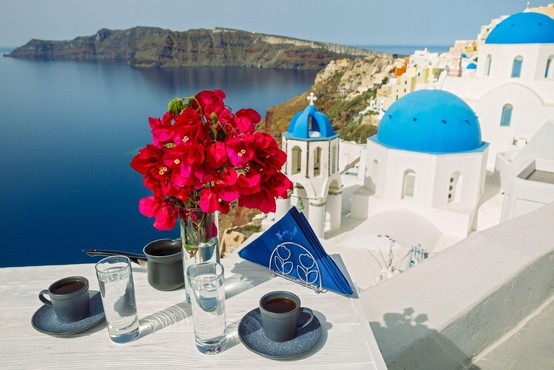 V Grčiji so znova vzpostavili trajektne in letalske povezave z otoki