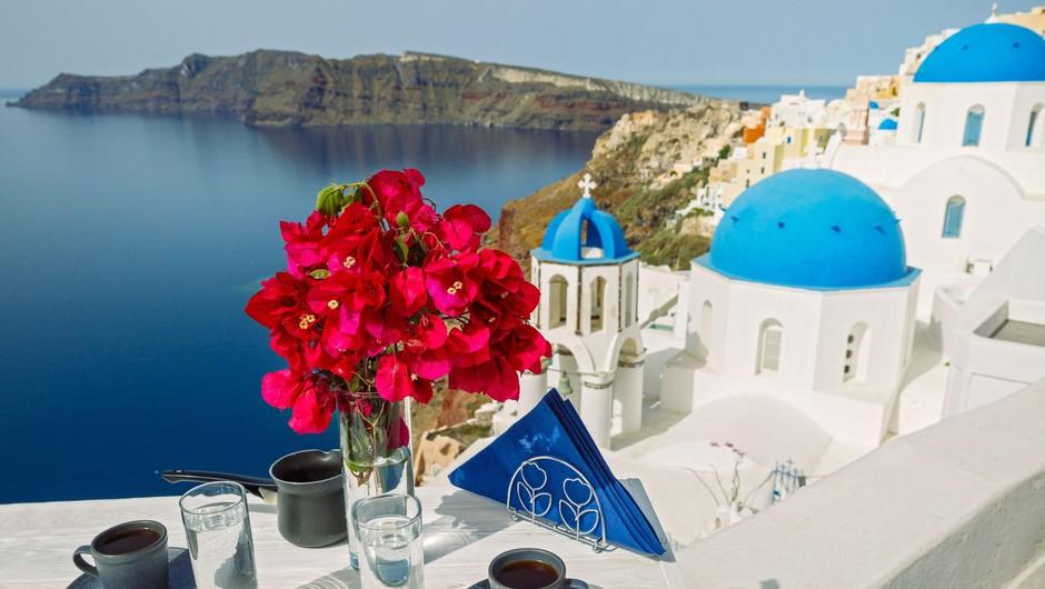 V Grčiji so znova vzpostavili trajektne in letalske povezave z otoki (foto: Profimedia)