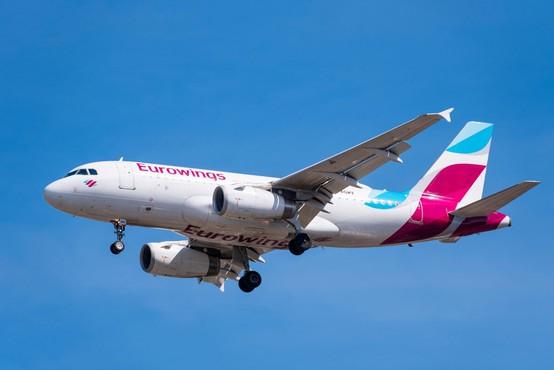 Letalo Eurowingsa poletelo proti Sardiniji kljub zaprtemu letališču
