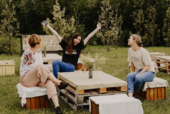 Čudovite ideje za piknike na domačem vrtu, o katerih bodo še dolgo govorili (foto)