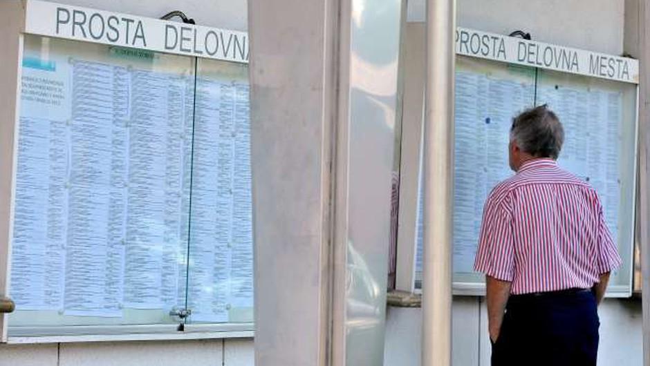 Vsak četrti zaposleni v skrbeh za delovno mesto (foto: Tamino Petelinšek/STA)