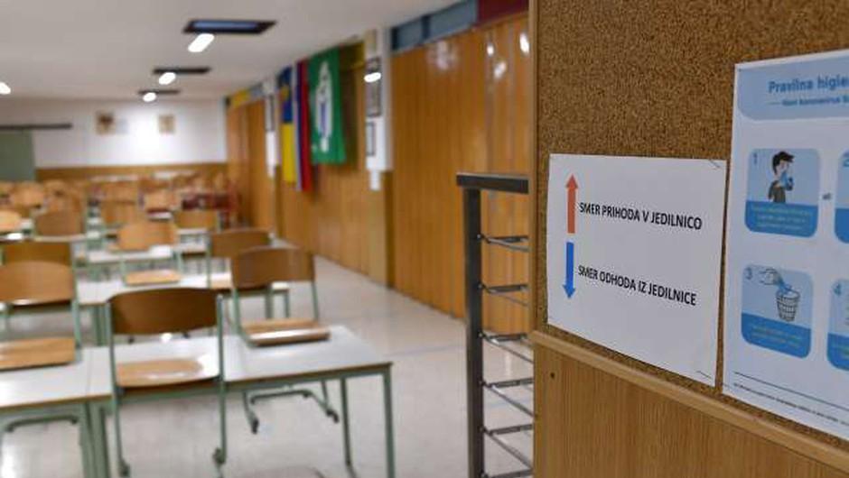 V šolo se vračajo preostali učenci, dijaki ostajajo doma (foto: Tamino Petelinšek/STA)