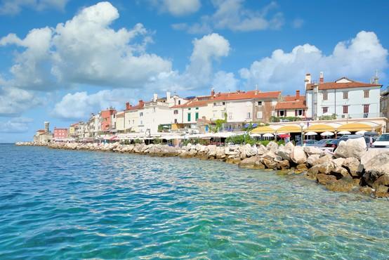 Diskriminacije pri turističnih vavčerjih ne bo, pravijo na vladi