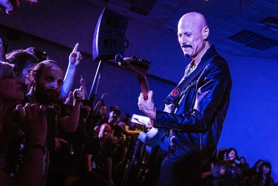 Poslovil se je kitarist in producent Bob Kulick
