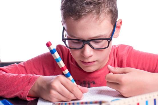 Učenci bodo postopno spet sedli v šolske klopi, odpirajo se tudi druge dejavnosti