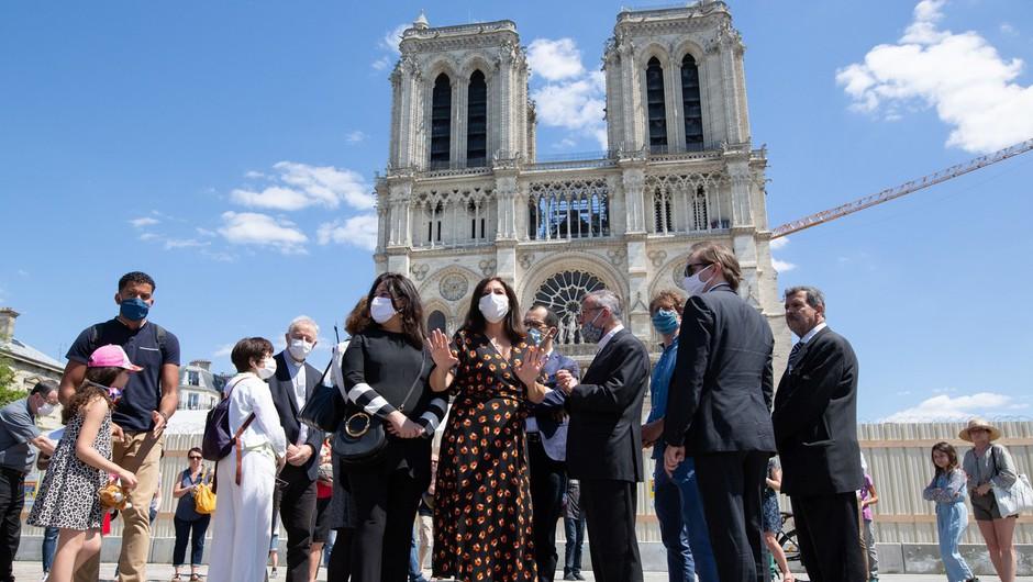 Trg pred pariško katedralo Notre-Dame dobro leto po požaru znova odprt (foto: profimedia)