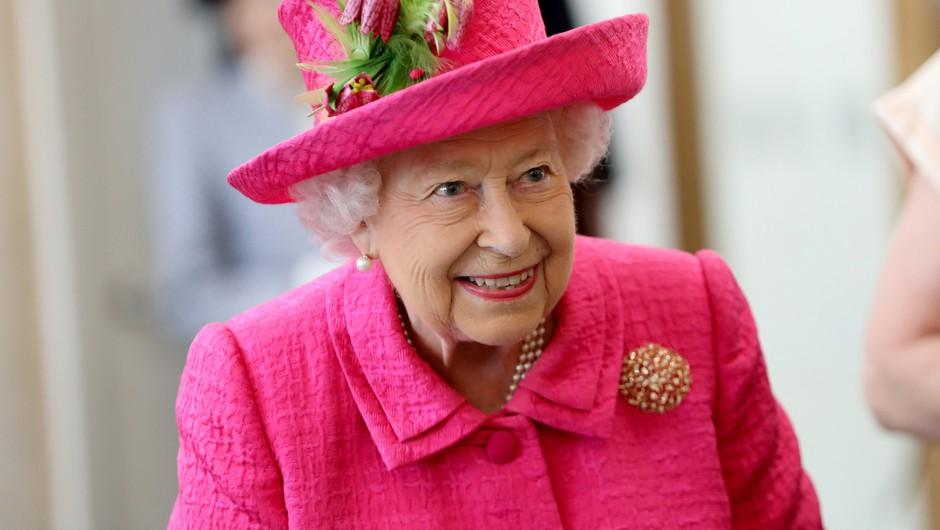 Kraljica Elizabeta ponovno nazaj v sedlu (foto: Profimedia)