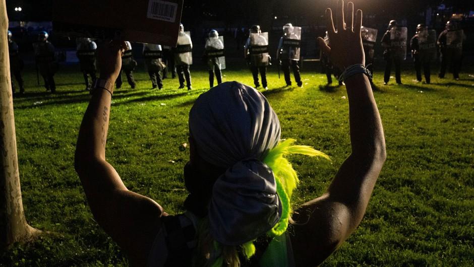 Zakaj so sredi najbolj silovitih protestov ugasnile luči v Beli hiši? (foto: profimedia)