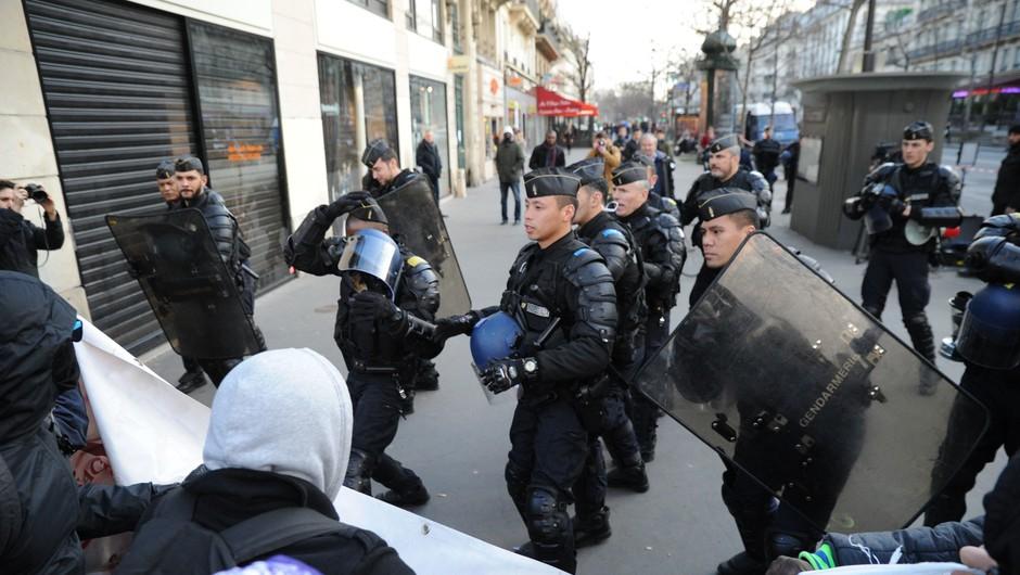 V Parizu sinoči izbruhnili spopadi med policijo in protestniki (foto: Profimedia)
