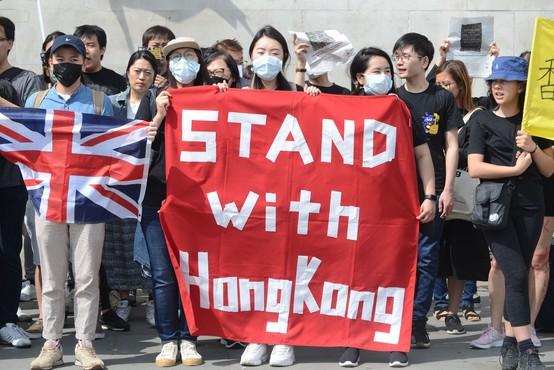 Boris Johnson milijonom v Hongkongu obljubil vizume