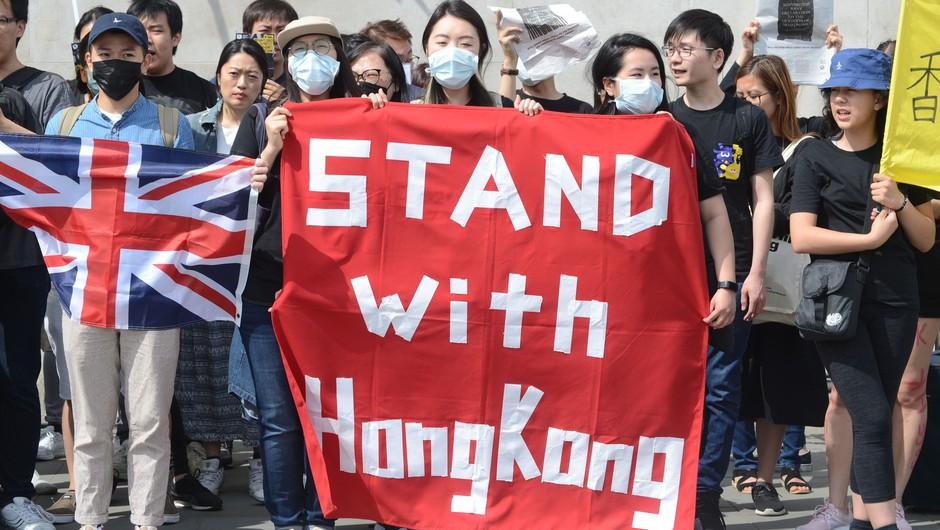 Boris Johnson milijonom v Hongkongu obljubil vizume (foto: Profimedia)