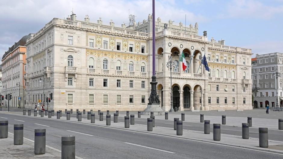 V italijanski deželi ob slovenski meji ni več obvezno nošenje mask (foto: Profimedia)