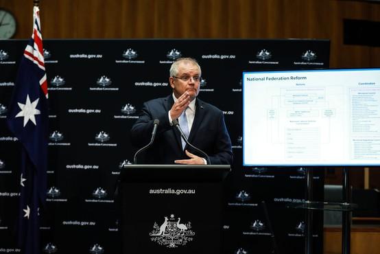 Avstralski premier med novinarsko konferenco doživel hladen tuš