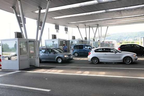 Slovenci, Avstrijci in Madžari lahko poslej prečkajo mejo izven kontrolnih točk